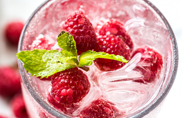 raspberry juice with mint